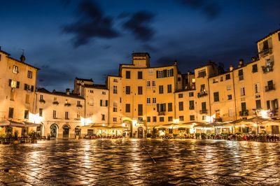Lucca Amphitheater Square
